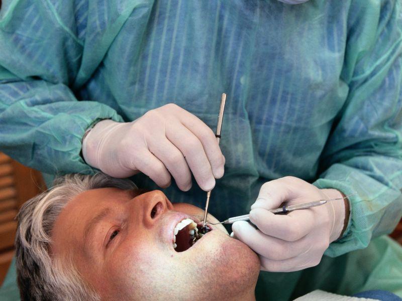 Из зуба стреляет в глаз